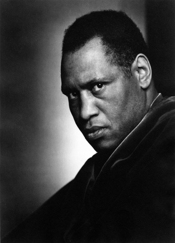 Call Mr. Robeson - a Life with Songs